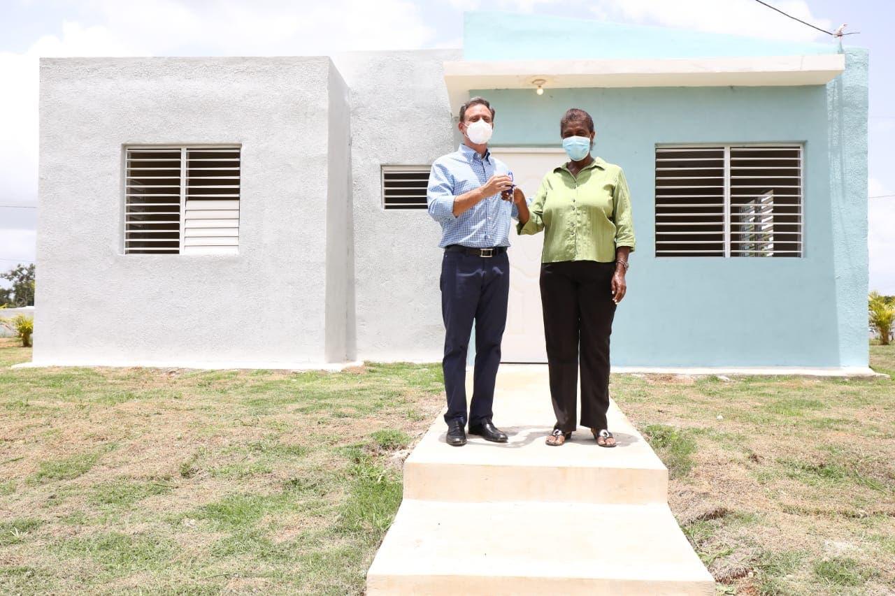 Procurador inicia entrega de viviendas a familias reubicadas en municipio de Guerra donde se construyó La Nueva Victoria