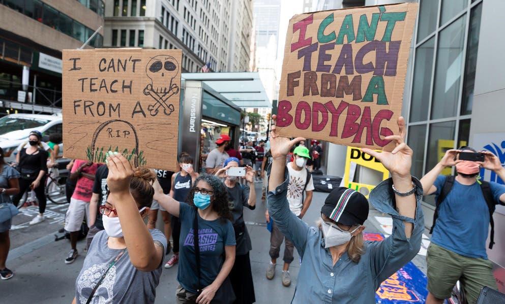 Profesores de Nueva York protestan la reapertura de los colegios pese a COVID-19