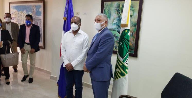 Radhamés González toma posesión en OMSA; dice gestión será eficiente