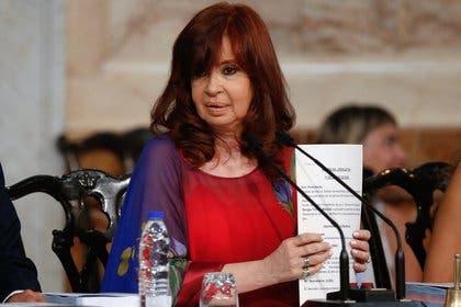 """Vicepresidenta argentina demanda a Google por aparecer como """"ladrona de la nación»"""