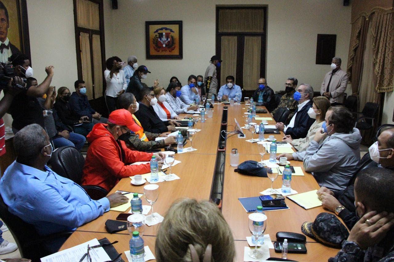 Presidente Abinader recibe informe sobre paso tormenta Laura; sobrevolará territorio nacional para constatar daños