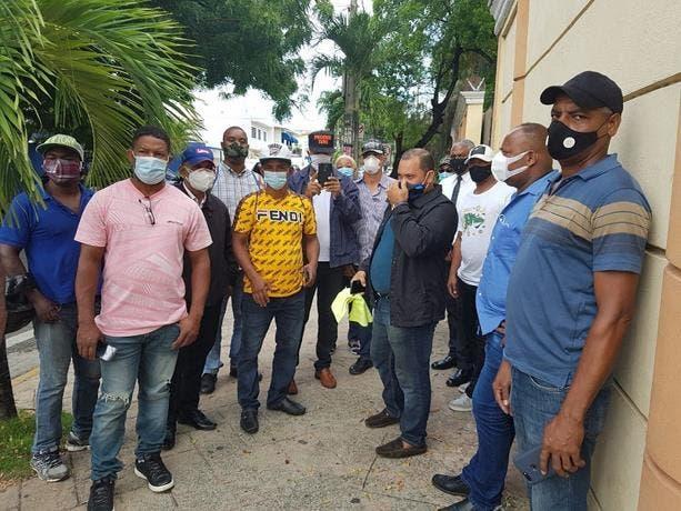 VIDEO: Policías pensionados reclaman pagos en el Palacio Nacional