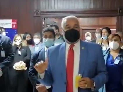 Radhamés Camacho se despide de sus empleados en la Cámara de Diputados
