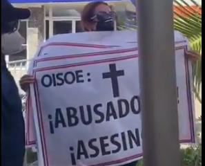 Seguridad de Danilo Medina arrebata carteles y agrede a médicos y enfermeras