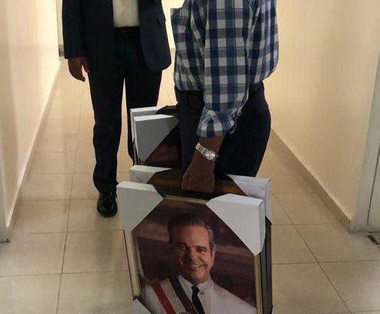 ¿Es un culto o no colocar la foto del Presidente en instituciones públicas?