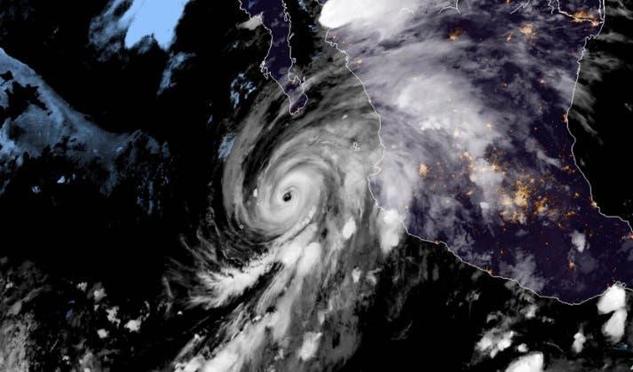 El poderoso huracán Genevieve se acerca a Baja California