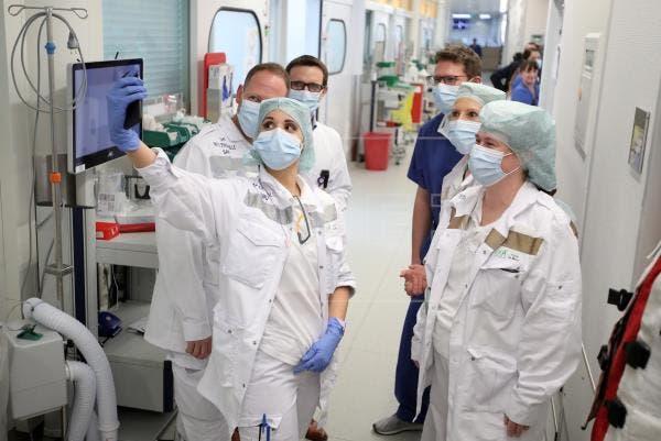 Más de 900 trabajadores de salud han muerto por COVID-19 en Estados Unidos