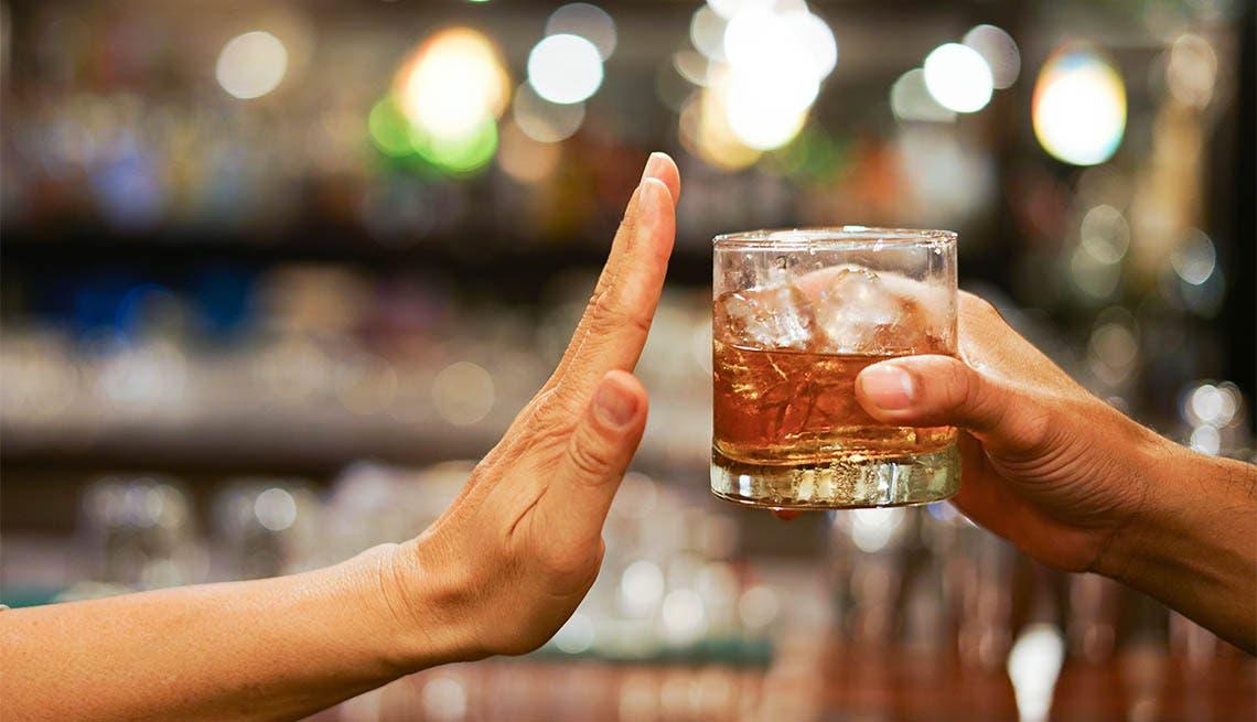 Las razones por las que el alcohol es malo para la salud