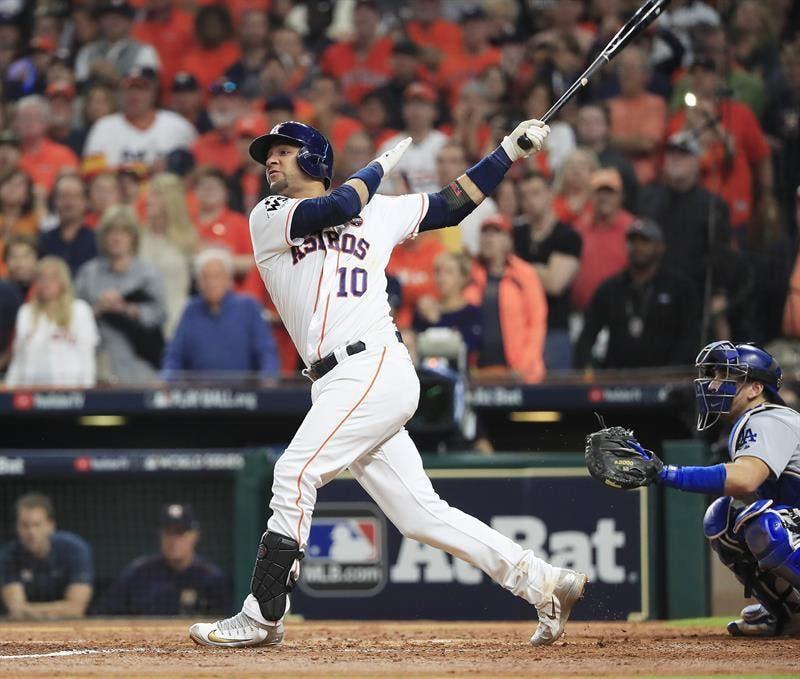 Yuli Gurriel firma por un año más con los Astros de Houston