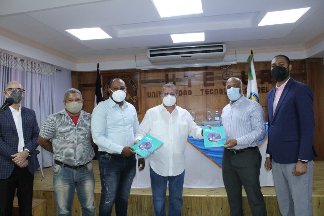 RD-2044 inicia en Azua entrega de libros para las 32 provincias del país