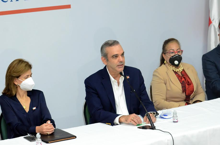 FOTOS: Encuentro de Luis Abinader con la prensa en Santiago