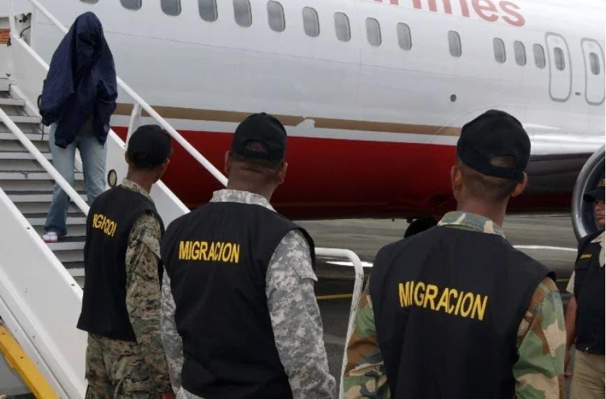 Llegan a RD más de 80 exconvictos repatriados por Estados Unidos