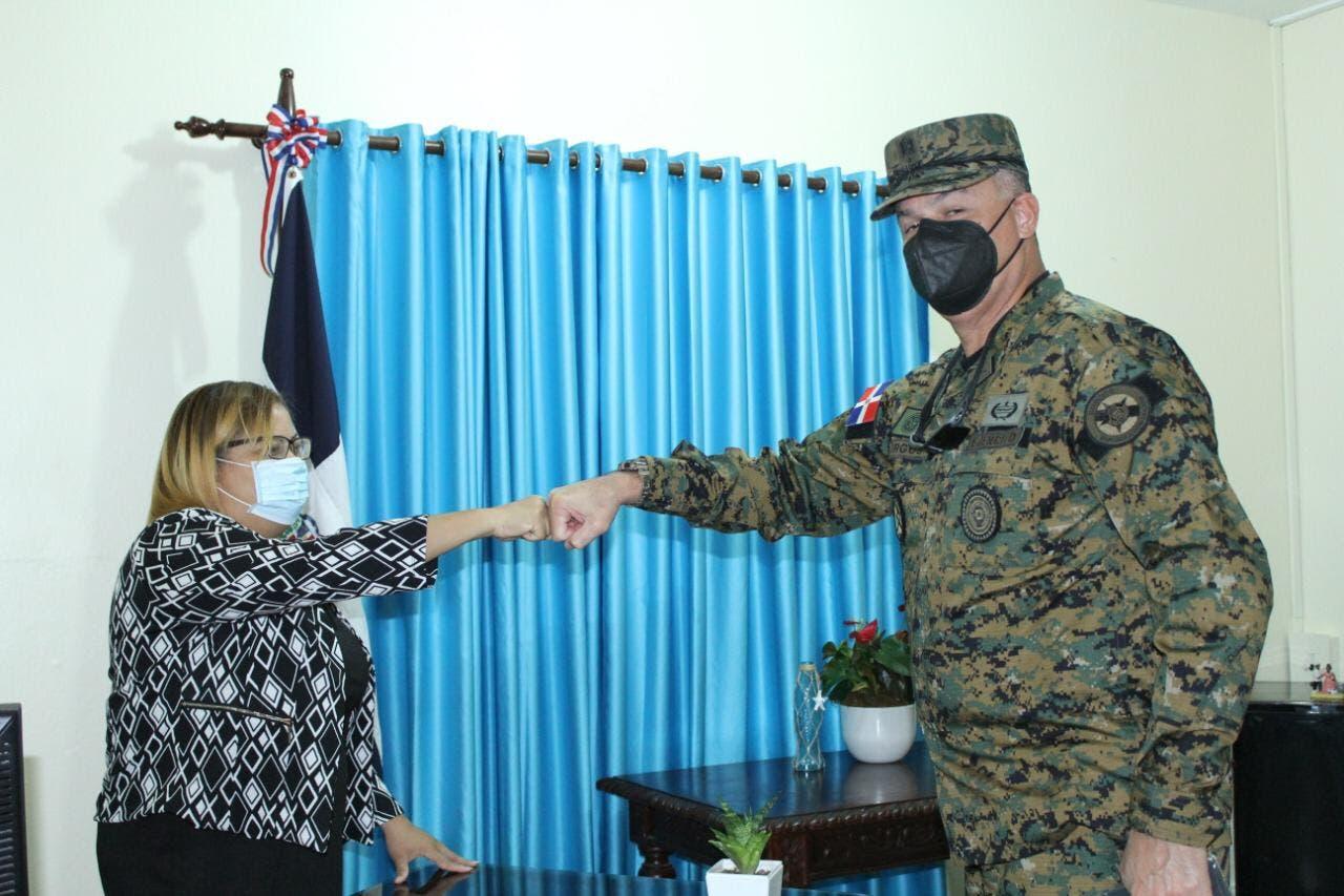 Gobernación de Azua y el Ejército Nacional unen esfuerzos para garantizar el distanciamiento social y el toque de queda