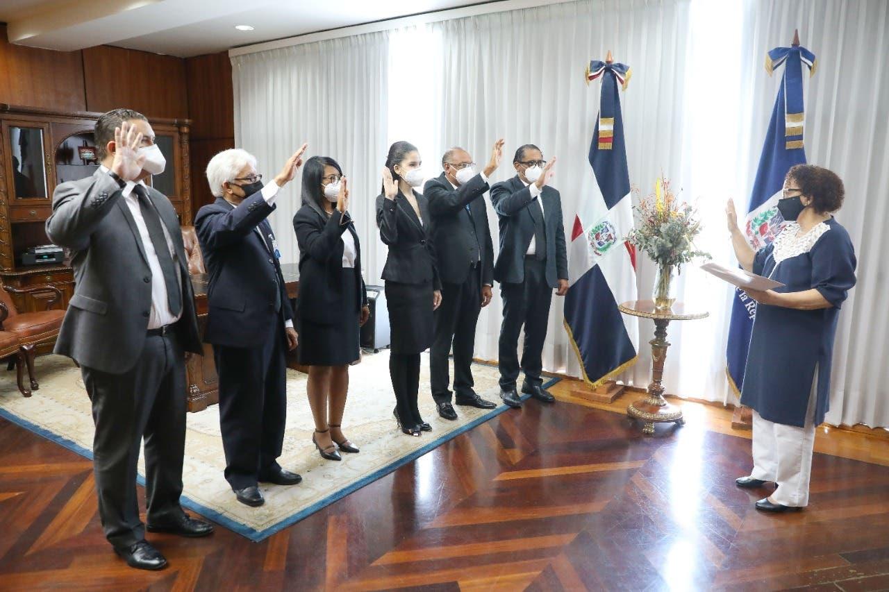 Miriam Germán juramenta procuradores adjuntos designados por el Poder Ejecutivo