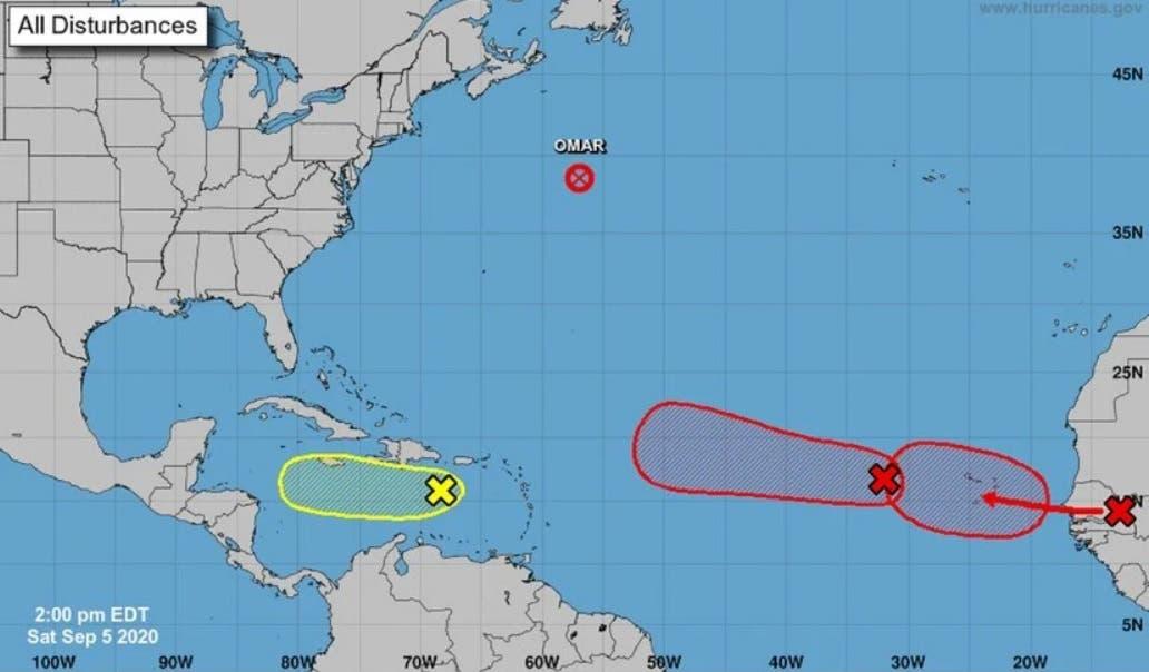 Tres ondas tropicales amenazan el Atlántico mientras Omar baja a «remanente»