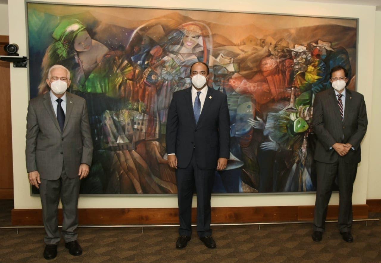 Administrador general de Banreservas visita ejecutivos del banco BHD León
