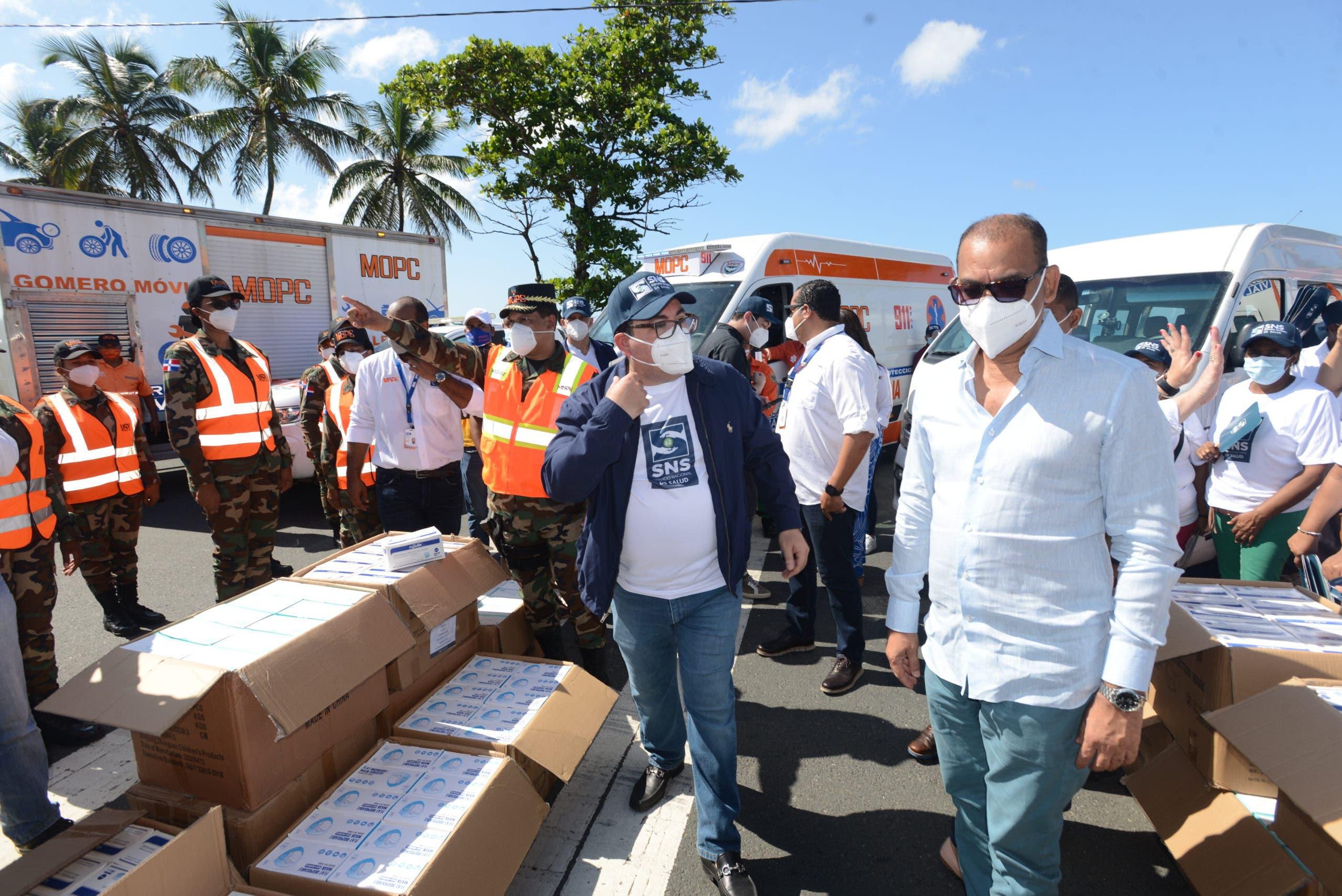 MOPC y el SNS inician la entrega de 300 mil mascarillas en los puestos de peaje