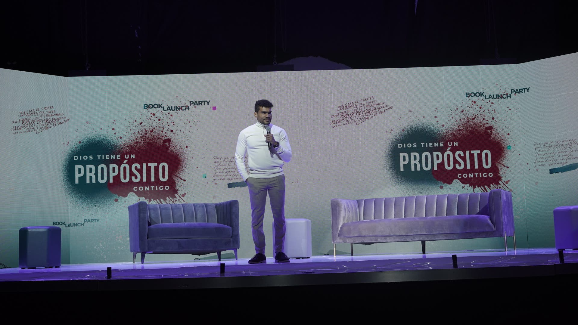 Video: Vocalista de Barak relata vicisitudes en los escenarios en libro de autoayuda