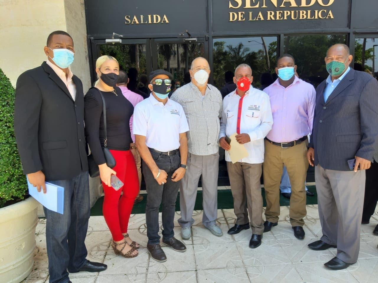FEDOCLUBES y Club San Carlos inscribieron la candidatura de Eddy Olivares a presidente JCE