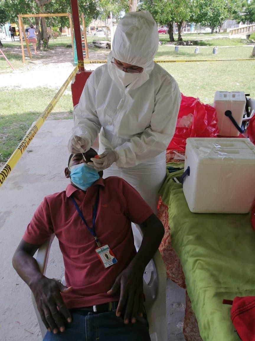 Alianza de comunitarios y sector salud consolida avances en lucha contra COVID-19 en Verón Punta Cana