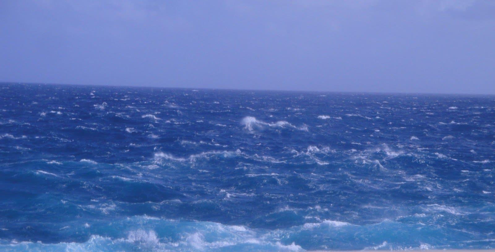 Onamet advierte sobre oleaje anormal; vaguada estaría provocando aguaceros