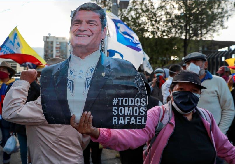 Correa, resignado, dice que la injusticia aumenta apoyo popular a su causa