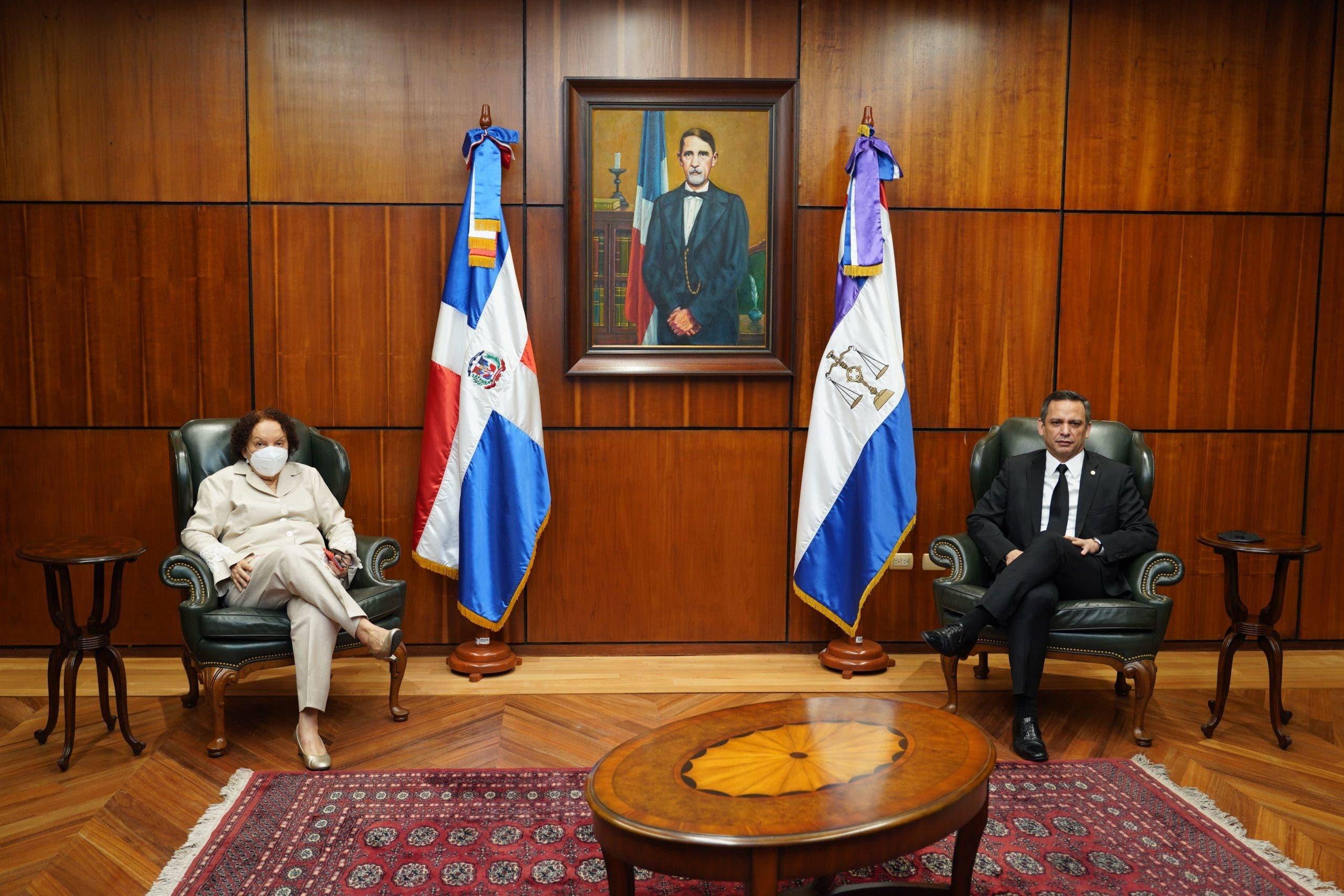 Lo que trataron Miriam Germán Brito y  Luis Henry Molina durante encuentro