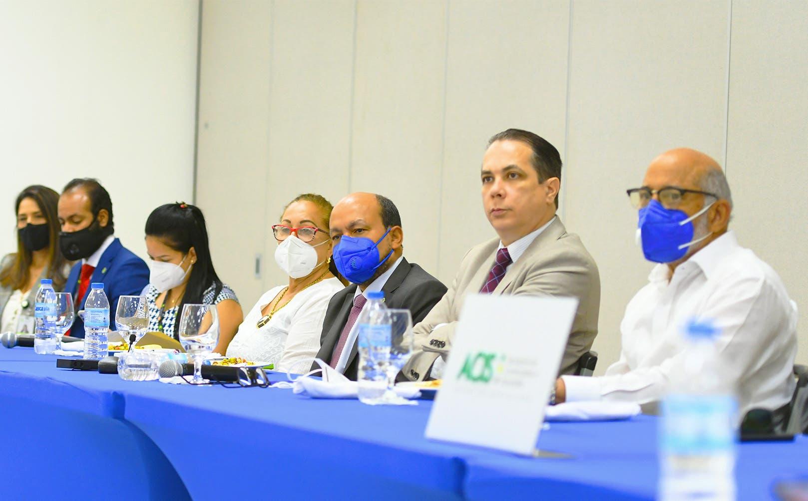 Director DGII sostiene encuentros con representantes de sectores productivos del Cibao