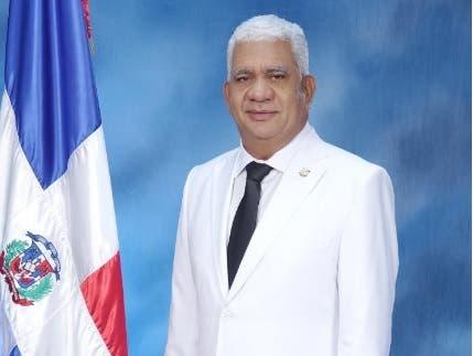Senador Ricardo de los Santos da positivo al COVID-19