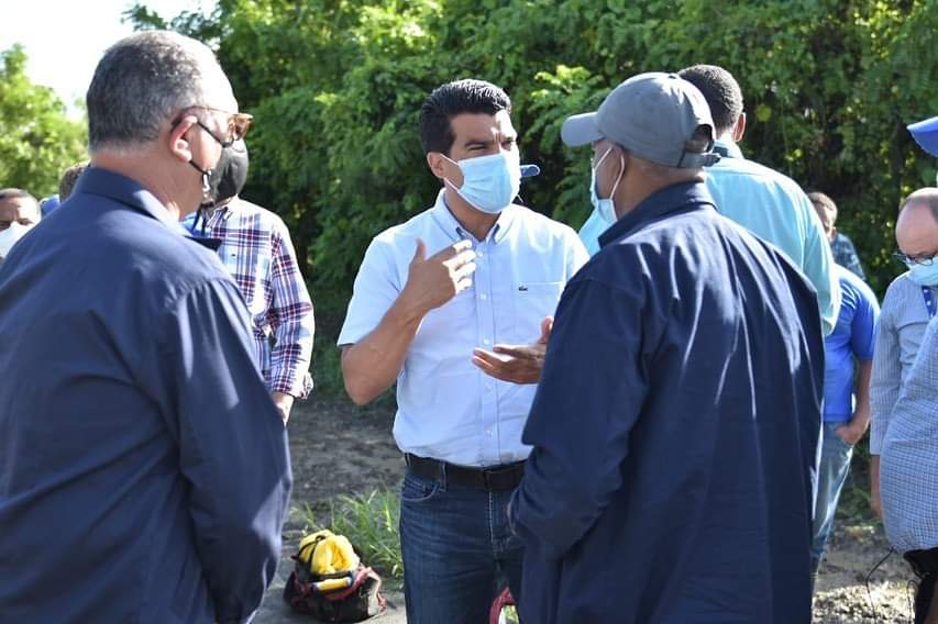 Wellington Arnaud supervisa sistemas de agua potable y alcantarillados en El Seibo