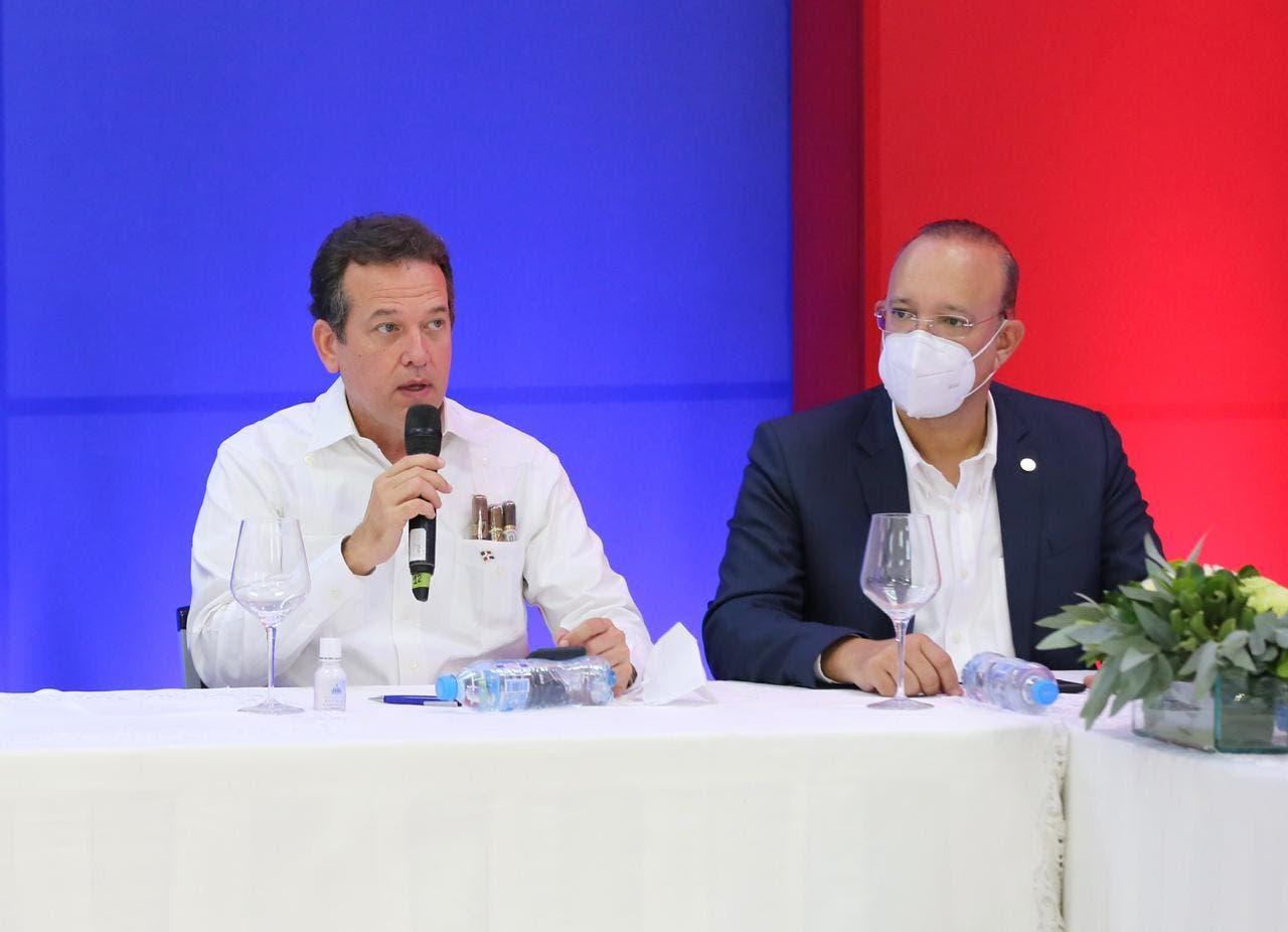 Presidente Abinader designa a Ito Bisonó coordinador de comisión para relanzar industria del tabaco en RD