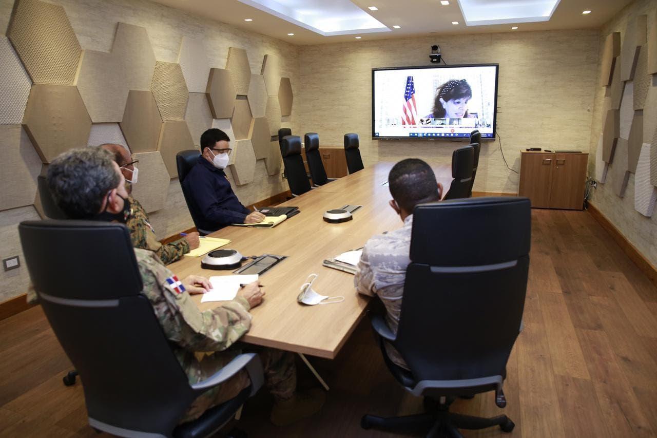Ministerio de Defensa y Embajada EEUU acuerdan cooperación contra narcotráfico