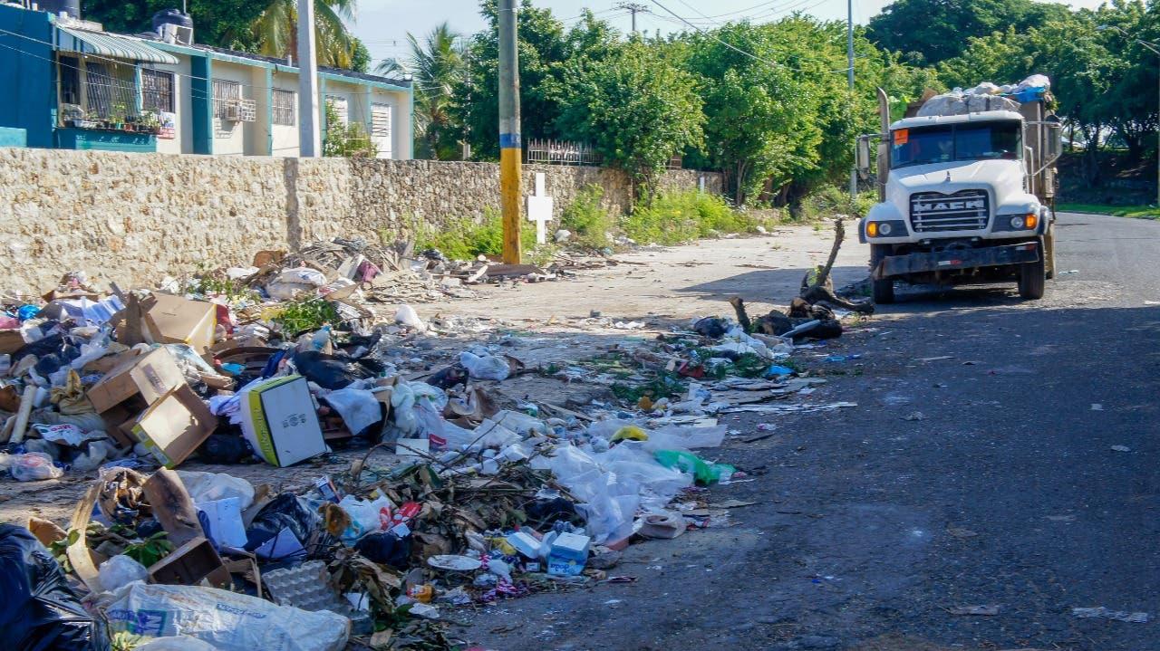 Ayuntamiento SDE elimina vertederos que afectaban a moradores por más de 20 años