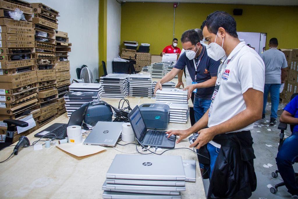 JCE instala programas educativos a 9 mil laptops se usarán en año escolar