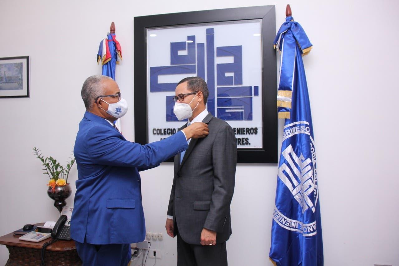 Eddy Olivares recibe apoyo del CODIA para presidir la JCE