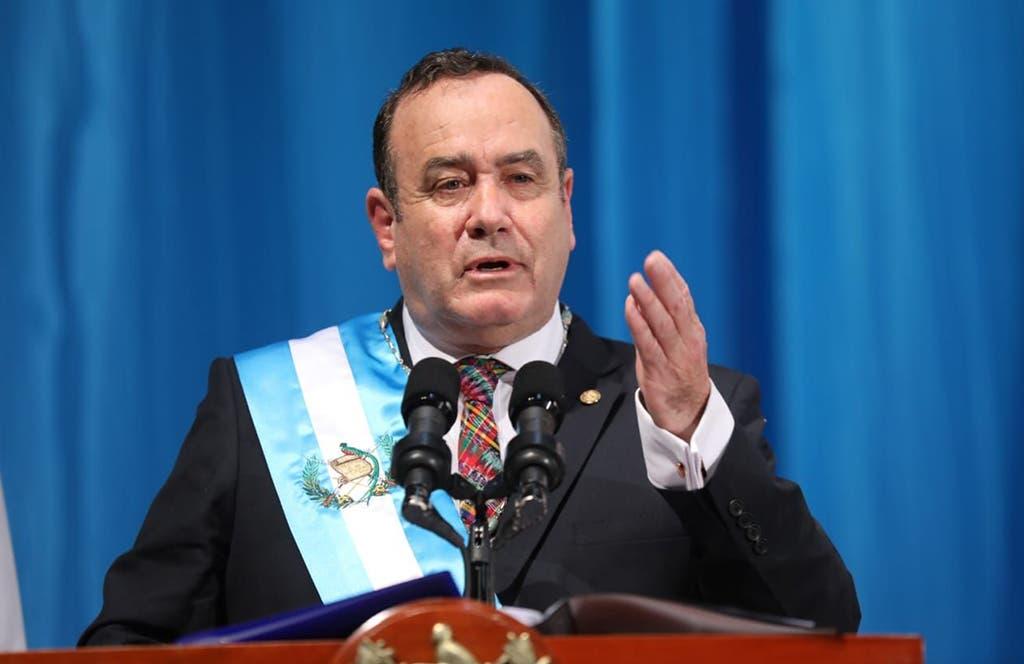 Presidente de Guatemala contrae COVID-19