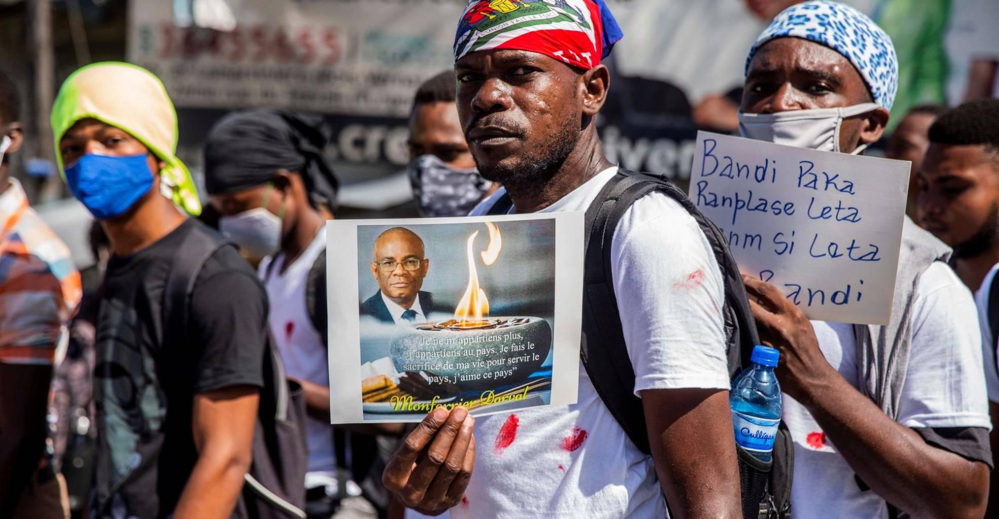 Multitud homenajea al asesinado presidente del Colegio de Abogados de Haití