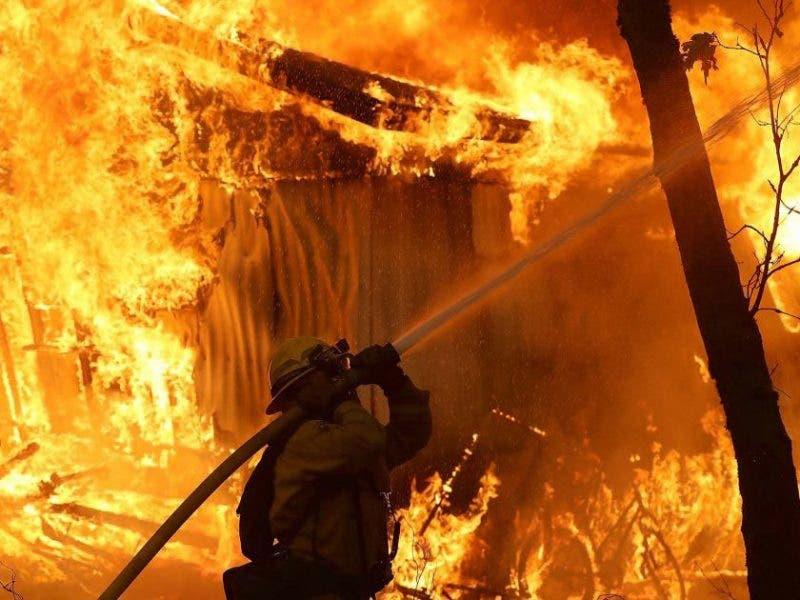 Incendio destruye 20 habitaciones de una pensión en Valverde