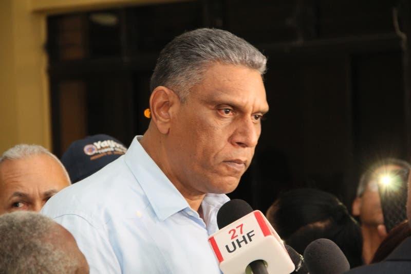 Ministro de Interior y Policía informa que tiene COVID-19