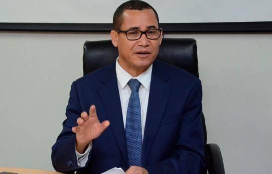 Eddy Olivares toma licencia partidaria para optar a presidencia de la JCE