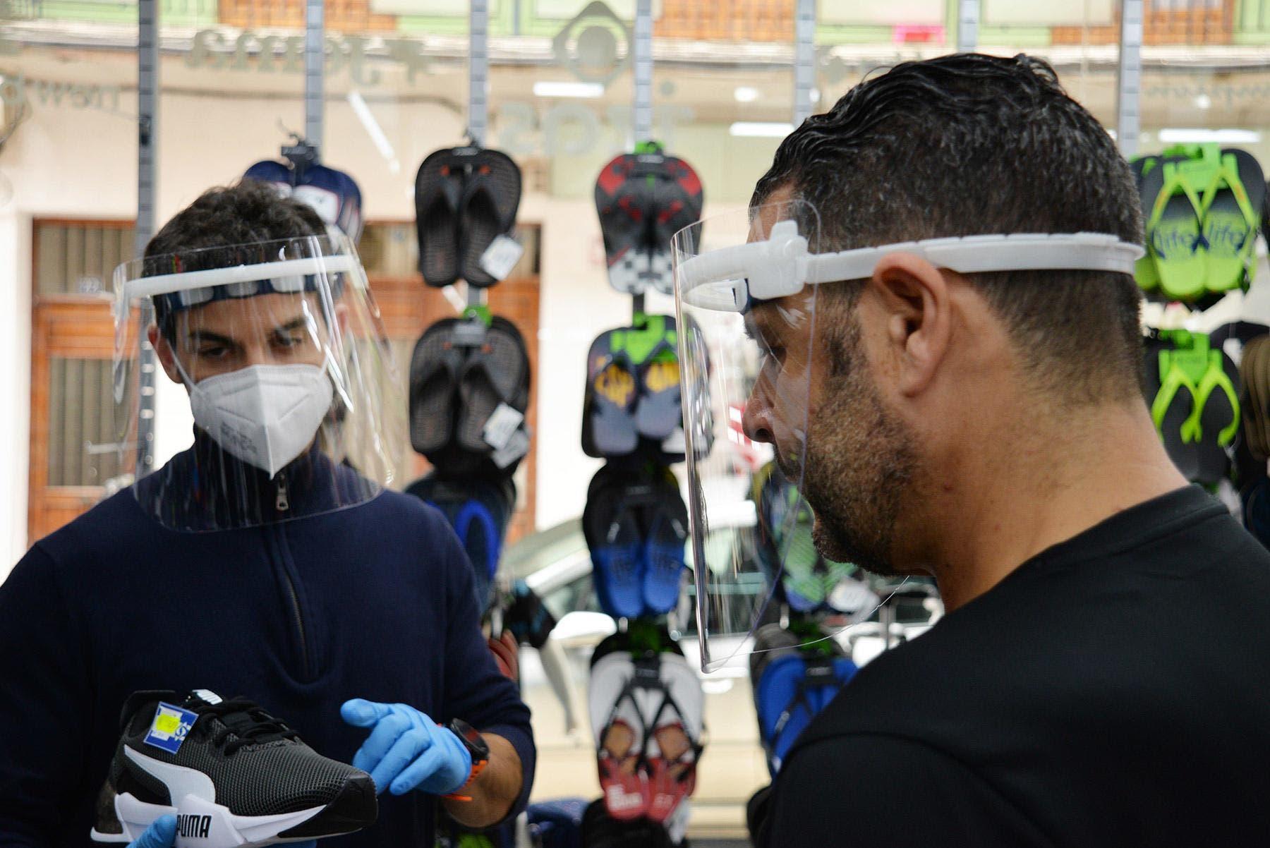 Coronavirus: ¿Puedo utilizar pantalla facial en lugar de mascarilla?