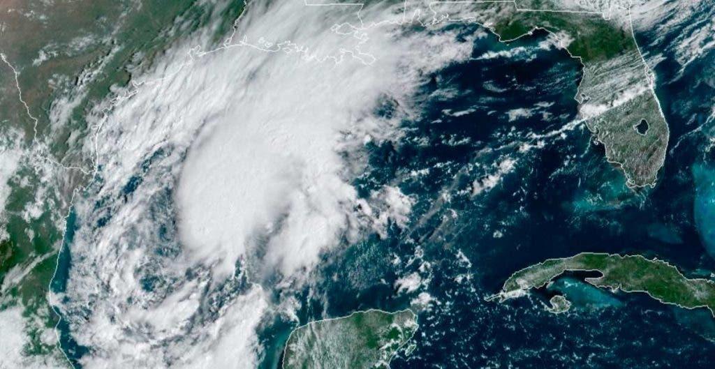 Tormenta Beta amenaza la costa de EEUU y el huracán Teddy a Bermudas