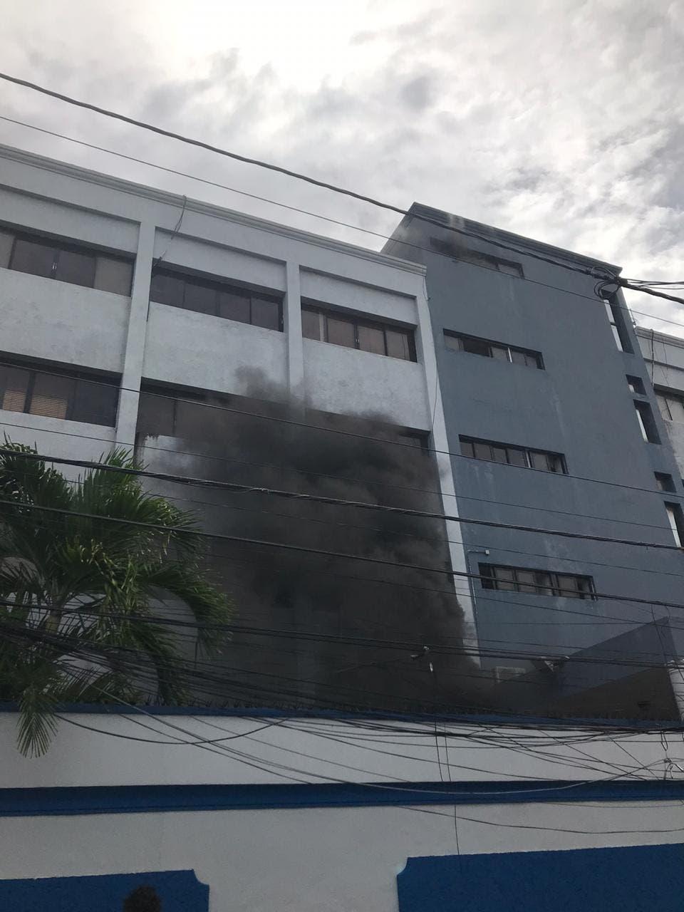 Se produce incendio en el Ministerio de Salud Pública