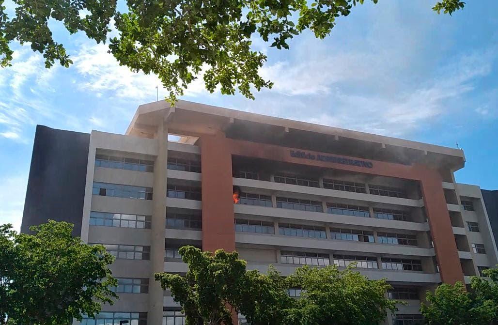 Conozca aquí todos los detalles sobre incendio ocurrido en edificio administrativo UASD