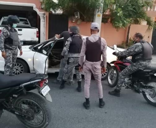 Desmantelan banda que atracaba en vehículo público