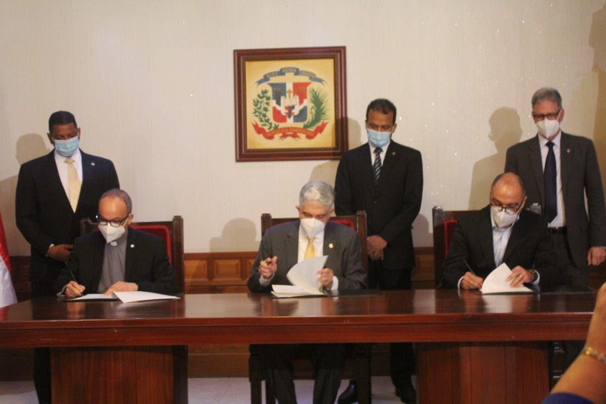 PUCMM establece acuerdo de colaboración con el Senado y Cincinnatus Institute