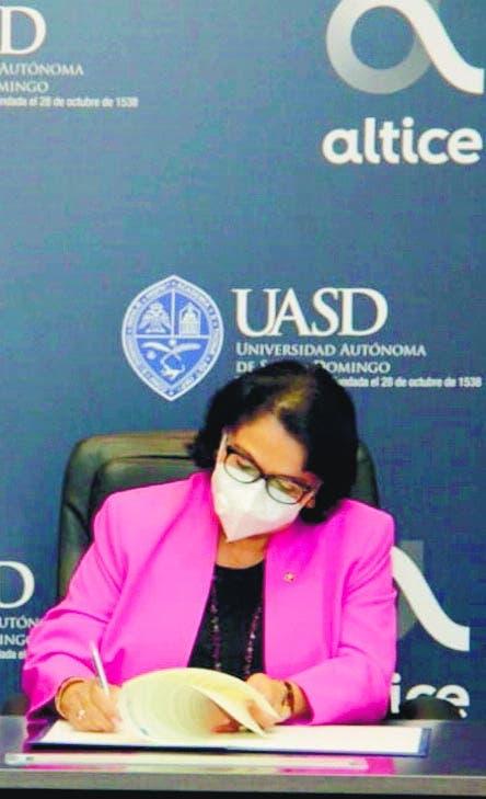 UASD sacrificaría remodelación de infraestructura para pagar aumento salarial a docentes y empleados