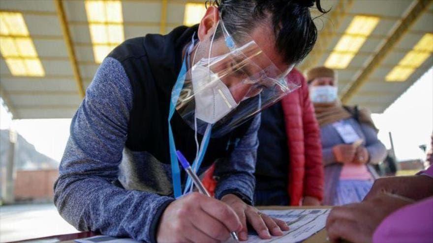 Con total calma transcurre jornada electoral en Bolivia