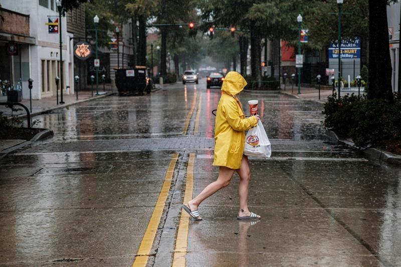 Luisiana se alista para impacto del huracán Delta, aún con escombros de Laura