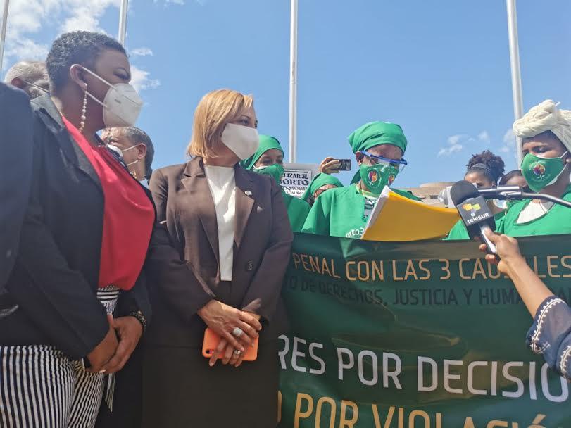 Mujeres piden aprobación de Código Penal sin sanciones para el aborto en 3 causales